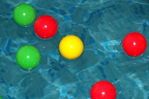 pool-648209_1920